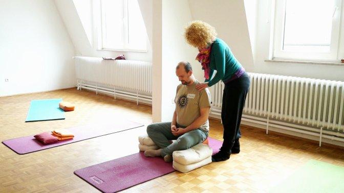 Prinzipien der Ausführung von Asana im Tripada Yoga Teil 1 – Einführung